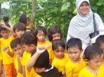 Di kebun sayur bersama Teacher Nur